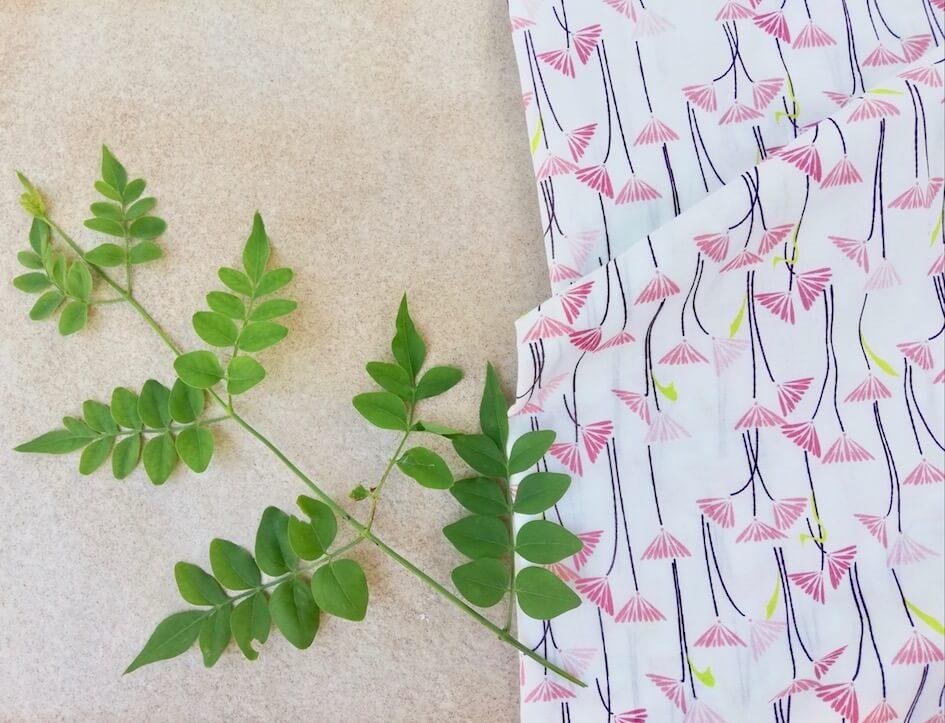 Tissu popeline coton bio GOTS fleur nature blanche et rose motif imprimé Mars-ELLE