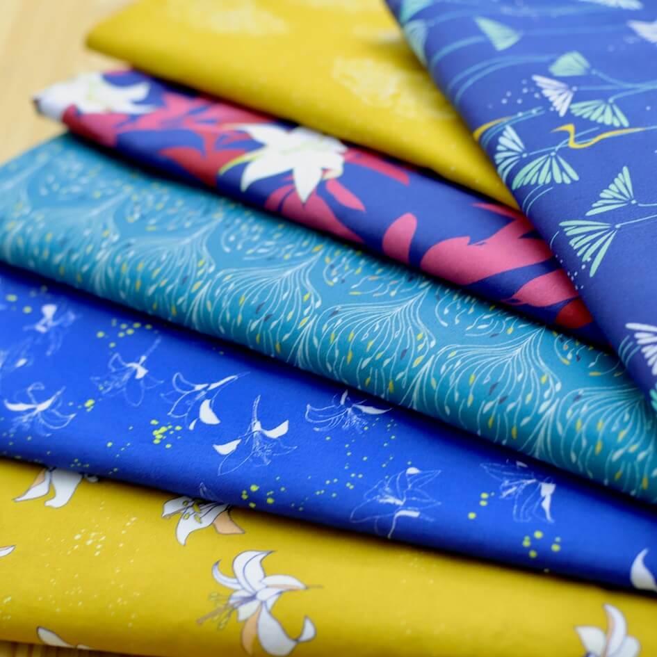 tissu bio popeline 120 fils imprimé Mars-ELLE fleur bleu jaune moutarde MARS-ELLE